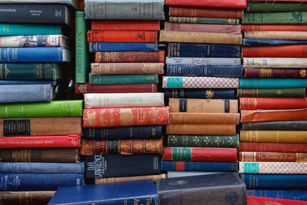 一般書籍と情報商材の違い